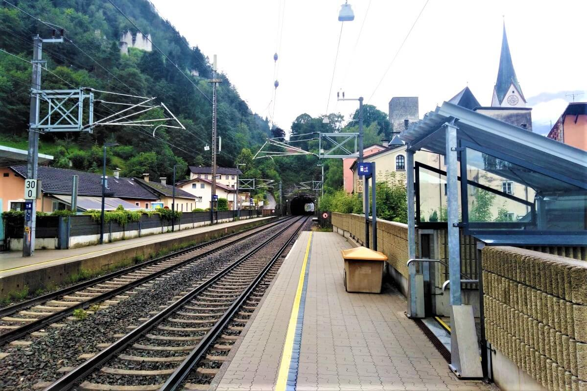 The Kramsach-Rattenberg train station in the city center