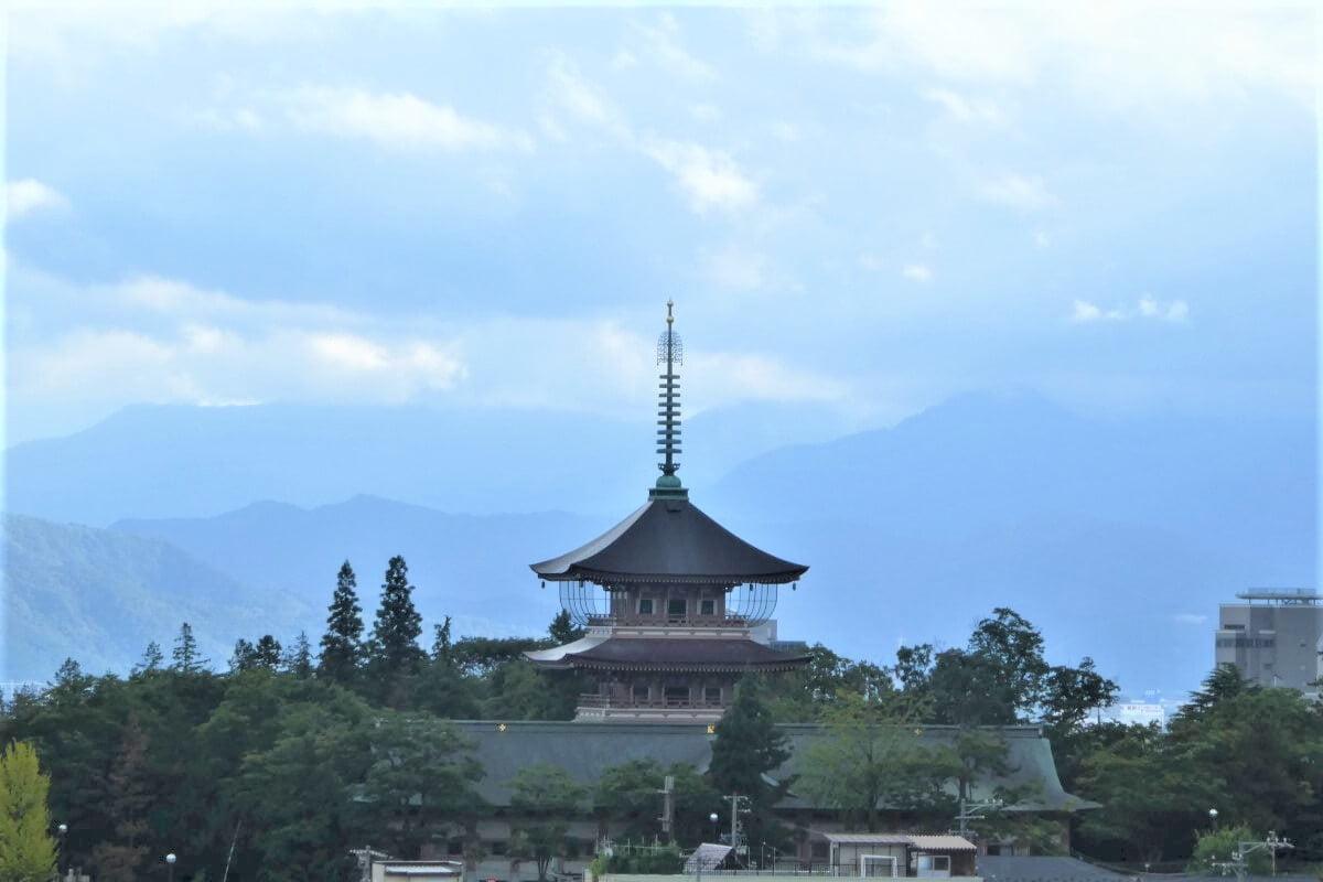 The pagoda and the Zenkoji Temple, Nagano