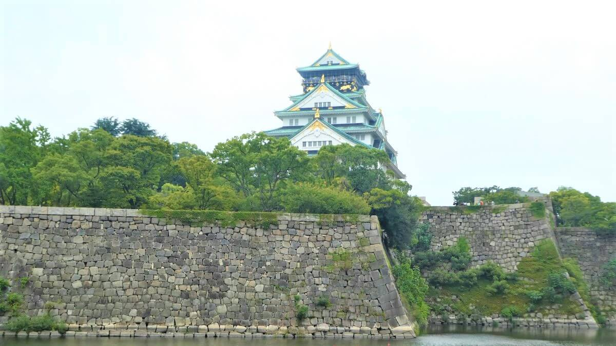 The Osaka Castle in the center of the City