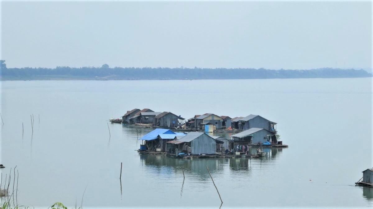 Floating village near Koh Trong, Kratié