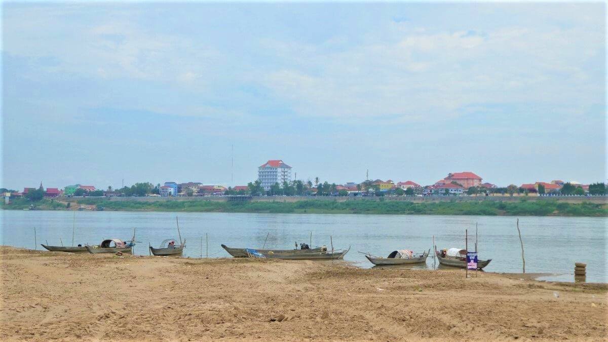 Kratié from the island of Koh Trong