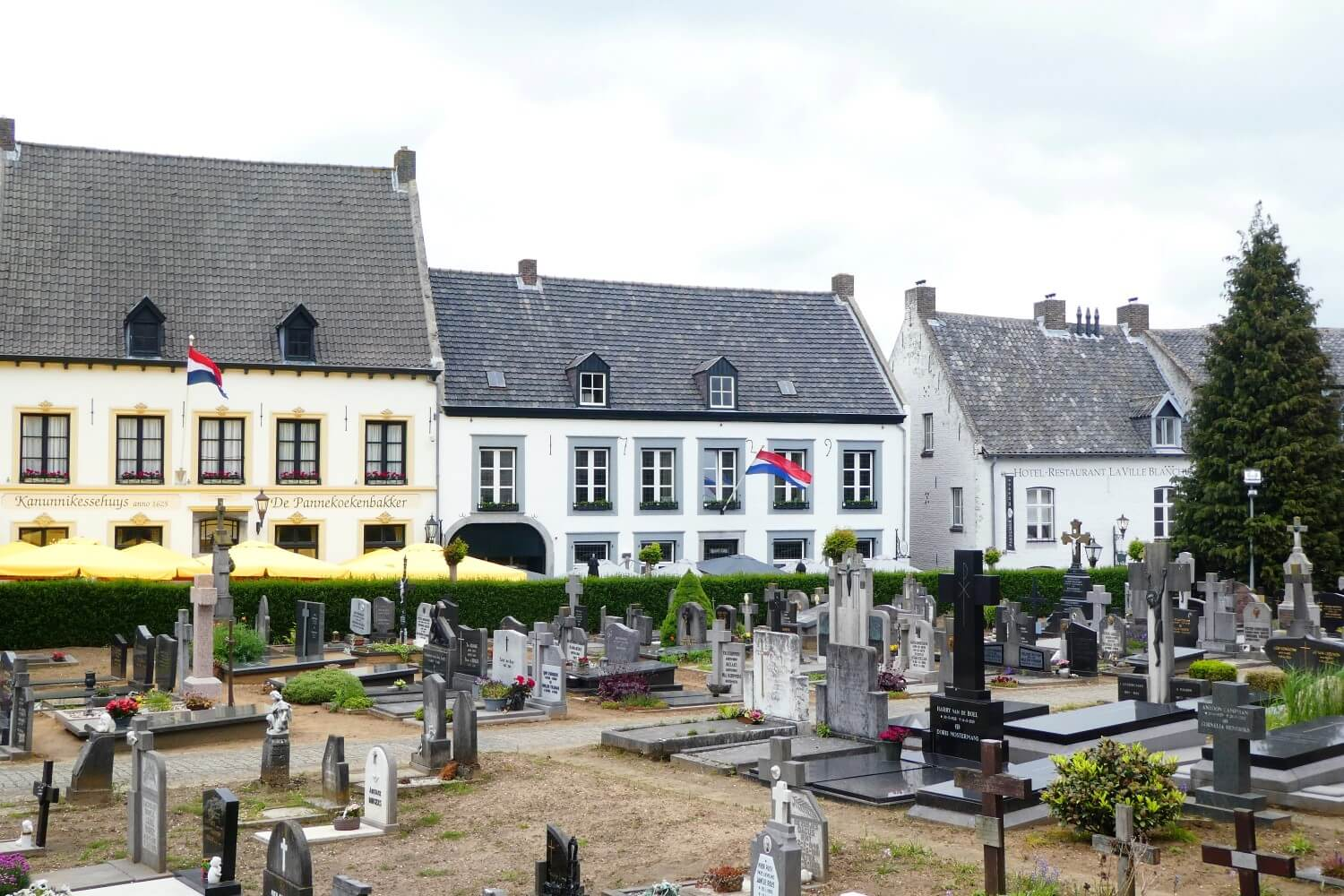 Cemetery and restaurants in the White Town