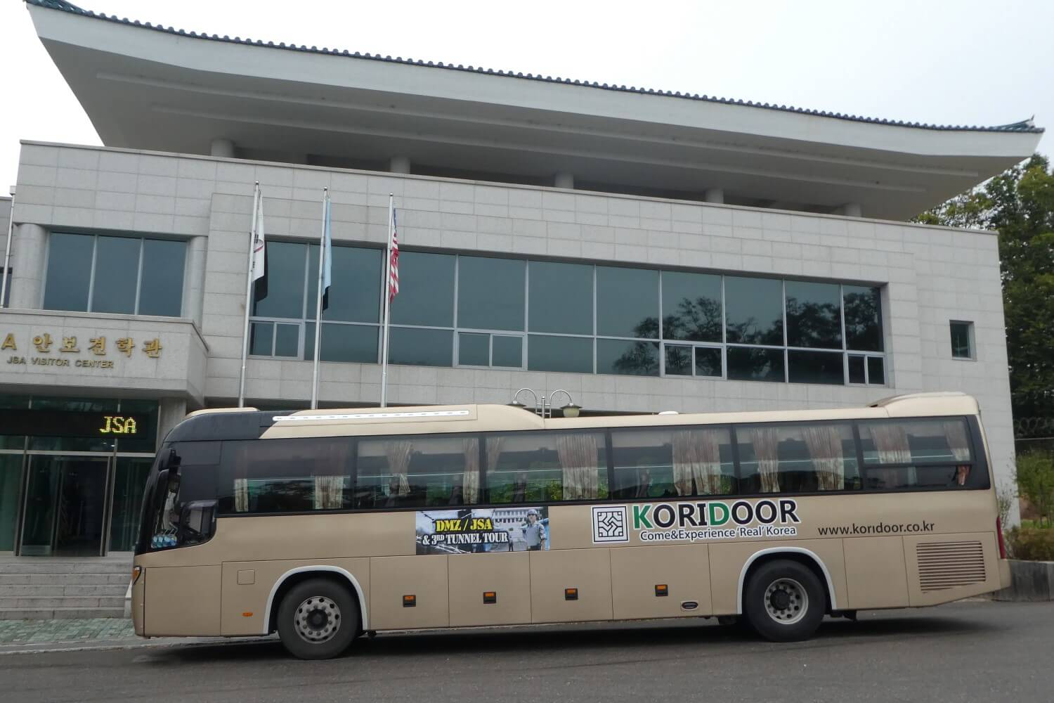 The bus to JSA border